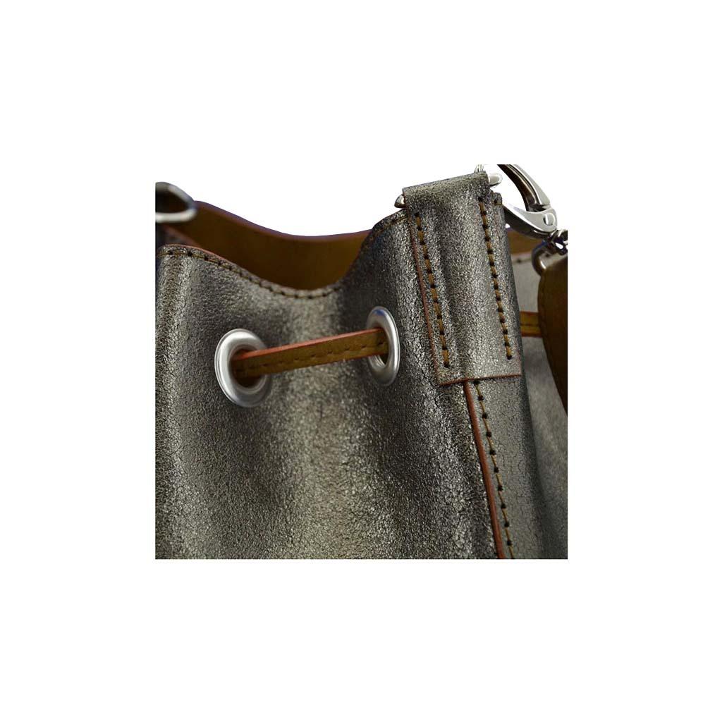 d4075e4aa6169 Metallic Lederbag Ledertasche titan-silber mit Zugverschluss und Metallösen