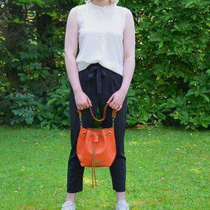 Kleine Leder Bucket Bag orange braun Schultertasche Umhängetasche handgefertigt.