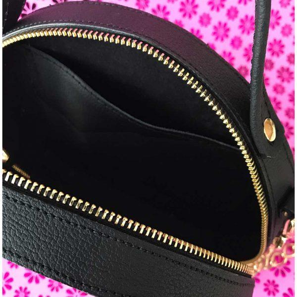 Circle Bag aus Leder in schwarz mit Innenfach.