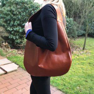 Hobo Bag aus Leder braun cognac genäht. Trägertasche große Ledetasche Beuteltasche mit Innenfach handgefertigt in Deutschland