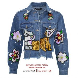Nevada Love Paris Denim Jacket. Blaue Jeansjacke mit ausgefranstem, unregelmässigem Saum. Oversized Denim Jacket with sequins.