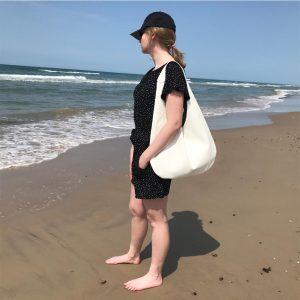 Hobo Bag Ledertasche weiss oder hellblau, große Henkeltasche. Schultertasche für Damen. Handgefertigte minimalistische Ledertasche als Shopper, Strandtasche, Reisetasche.