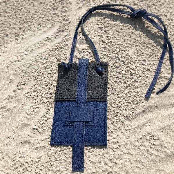 Handytasche Crossover Ledertasche schwarz/cobaltblau zum Umhängen und als bauchtasche oder Crossbody. Für Karten und Geld. Smartphone Bag für Damen und Herren.
