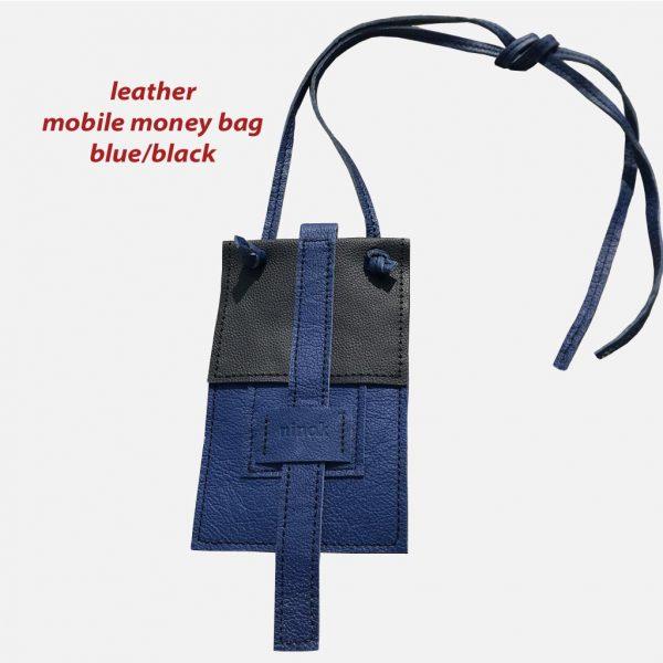 Handytasche zum Umhängen, als Crossbody und Bauchtasche. Für große und kleine Smartphones, Karten, Geld. Blau/schwarz kombiniertes Leder. Deckelklappe mit Lasche.