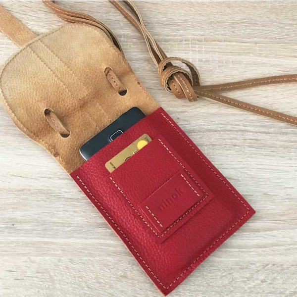 Crossbody Ledertasche für Handy, Karten, Geld mit Deckelklappe. Rindsleder Tasche in rot und cognac vintage.