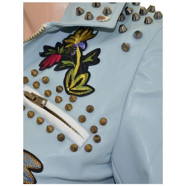 Nevada Love Paris Kunst Lederjacke mit Nieten und Patches. Jacke mit Spitznieten und Reißverschlüssen. Hellblaue Damenjacke in Große S 38.