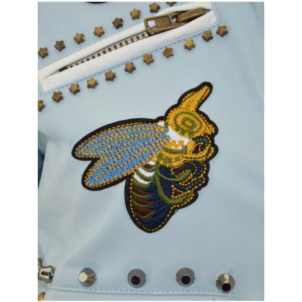 Nevada Love Paris Kunst Lederjacke mit Nieten und Patches. Mit Insekten Motiven und Sternnieten. Hellblaue Damenjacke in Große S 38.