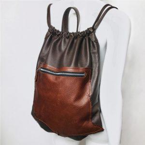 Leder Rucksack braun für Herren und Damen. Gym Bag mit Lederriemen genäht. Leder Beutel mit Zug. Minimalistischer Rucksack aus Leder.