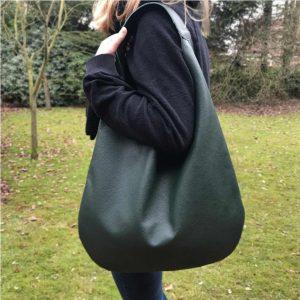 Grüne Hobo Bag Ledertasche für Damen groß. Handgefertigte Handtasche mit Henkel. Schultertasche dunkelgrün.