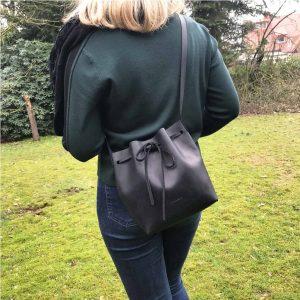 Bucket Bag Ledertasche schwarz perfekte Tasche für jeden Tag. Bucket Bag Umhängetasche Damentasche, handgefertige Beuteltasche, Schultertasche und crossbody mit Zug.