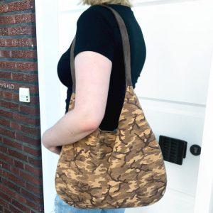 Camouflage Ledertasche Hobo Bag braun beige sand. Wildleder Tasche mit Henkel. Handgefertigte Schultertasche für Damen.