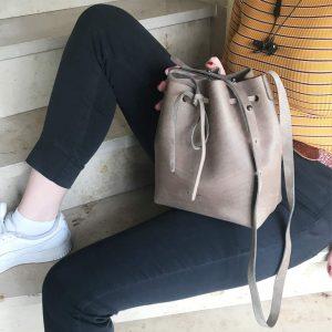 Umhängetasche grau Leder Bucket Bag handgenäht vintage Damen Ledertasche Crossbody schlammgrau mittelgroß