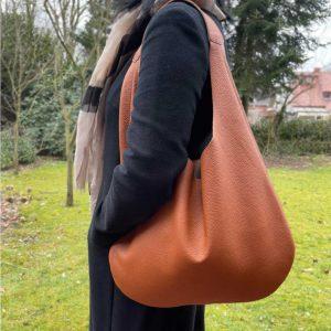 Hobo Bag cognac braun matt genarbtes Leder. Damen Schultertasche mit Henkel. Handgefertigte Ledertasche für Damen. Große braune Tasche.